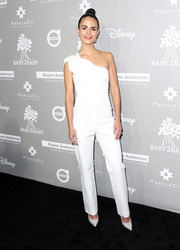Jordana Brewster donned a sleek and modern one-shoulder jumpsuit by Cushnie et Ochs for her Baby2Baby Gala look.