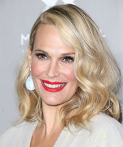 That matte red lipstick totally electrified Molly Sims' beauty look.