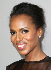 Kerry Washington swept her tresses back into a loose bun for the Baby2Baby Gala.