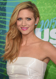 Brittany Snow wore her hair swept to the side in an edgy-glam style during the CMT Music Awards.