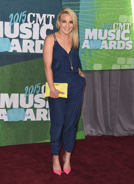 Jamie Lynn Spears' pink pumps provided a nice contrast to her blue jumpsuit.