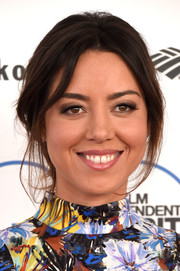 Aubrey Plaza swept her locks back into a messy chignon for the Film Independent Spirit Awards.