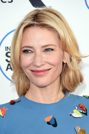 Cate Blanchett styled her blonde locks with feathery waves for the Film Independent Spirit Awards.