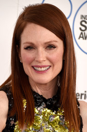 Julianne Moore left her hair down in a straight, side-parted style for the Film Independent Spirit Awards.