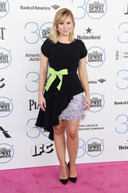 For her Film Independent Spirit Awards look, Kristen Bell got a little too girly in an Andrew Gn cocktail dress, featuring an asymmetrical, wavy hem, a floral-appliqued lilac skirt underlay, and a neon-green bow at the waist.