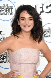 Jenny Slate sported a solid white mani at the 2015 Film Independent Spirit Awards.