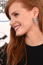 Jessica Chastain showed off a stunning pair of Piaget diamond chandelier earrings at the Film Independent Spirit Awards.