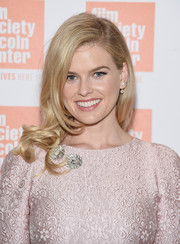 Alice Eve wore a vintage-glam side sweep at the Film Society of Lincoln Center Summer Talks.