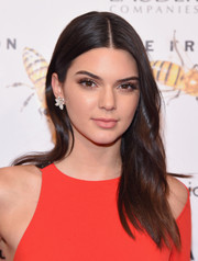 Kendall Jenner sported her usual center-parted style when she attended the Fragrance Foundation Awards.