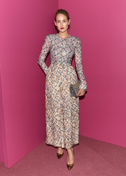 Leelee Sobieski went for a floral-inspired jacquard long-sleeved dress that was mulit-colored and printed