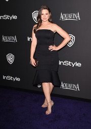 Katie Lowes wrapped her curves in a tight black Christian Siriano strapless dress with a flirty fluted hem for the InStyle and Warner Bros. Golden Globes party.
