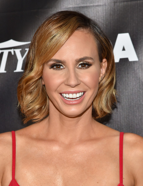 Keltie Knight styled her short hair with feathered waves for the Industry Dance Awards.