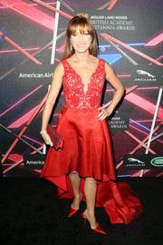 Jane Seymour matched her frock with a pair of red satin slingbacks.