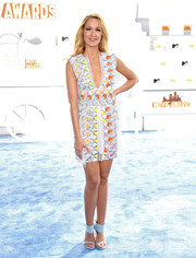Going all out with the colors, Anna Camp paired her dress with pastel-blue ankle-cuff sandals by Stuart Weitzman.