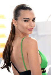 Emily Ratajkowski slicked her hair back into a very tight ponytail for the MTV Movie Awards.