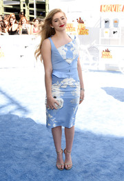 Willow Shields complemented her frock with an elegant pearlized hard-case clutch.