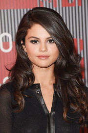 Selena Gomez wore her hair down in a tumble of curls during the MTV VMAs.