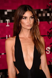 Lily Aldridge wore her tresses down with a center part and barely-there waves at the MTV VMAs.
