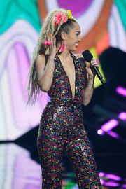 Miley Cyrus accessorized with a pink statement ring and matching earrings at the 2015 MTV VMAs.