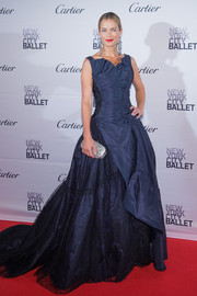 Carolyn Murphy stole the spotlight in a navy ruffle-and-lace princess gown by Oscar de la Renta during the New York City Ballet Fall Gala.