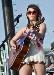 Kacey Musgraves donned a pair of oversized round shades for her performance at the 2015 Stagecoach Country Music Festival.