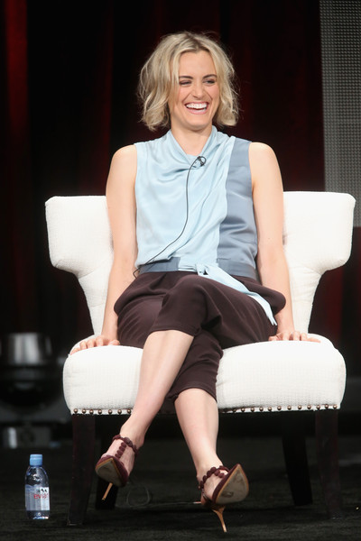 More Pics of Taylor Schilling Pumps (1 of 11) - Taylor Schilling Lookbook - StyleBistro [orange is the new black,sitting,fashion,beauty,leg,blond,photography,fashion design,performance,human leg,shoe,taylor schilling,portion,the beverly hilton hotel,beverly hills,california,netflix,summer tca,panel discussion,summer tca tour]