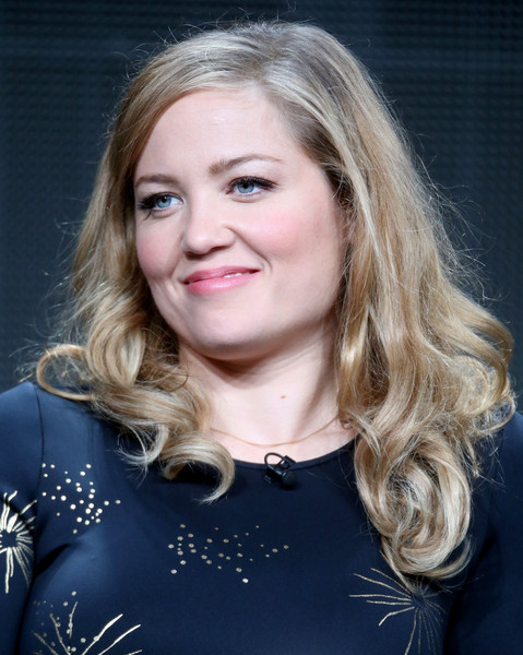 Erika Christensen styled her hair with a side part and curly ends for the 2015 Summer TCA Tour.