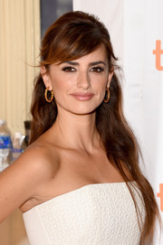 Penelope Cruz wore a very pretty half-up hairstyle at the TIFF premiere of 'Ma Ma.'