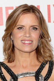 Kim Dickens kept it simple with this feathered hairstyle at the Weinstein Company and Netflix Golden Globes party.