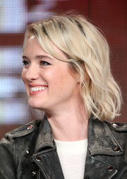 Mackenzie Davis looked darling with her short waves at the 2015 Winter TCA Tour.