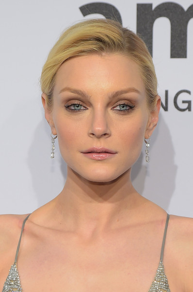 Jessica Stam opted for a low-key yet classic side-parted updo when she attended the amfAR New York Gala.