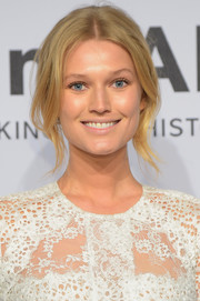 Toni Garrn kept her beauty look low-key with nude lips and natural eyes.