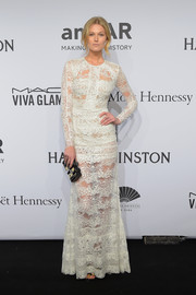 Toni Garrn contrasted her delicate dress with an industrial-looking hard-case clutch by Rauwolf.