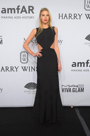 Bo 't Jong wrapped her lean physique in a black bandage gown with waist cutouts for the amfAR New York Gala.