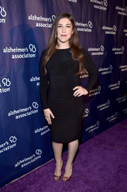 Mayim Bialik styled her dress with classic gold peep-toe pumps.