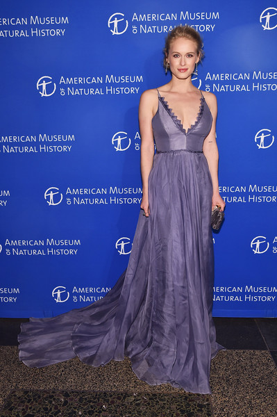 Leven Rambin looked downright darling in a low-cut lavender fishtail gown at the 2016 American Museum of Natural History Gala.