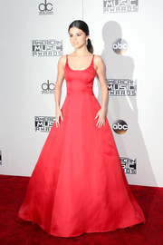 Selena Gomez wowed in a princess-worthy red gown by Prada at the 2016 AMAs.