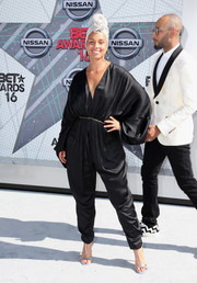 Alicia Keys styled her jumpsuit with elegant silver T-strap sandals.