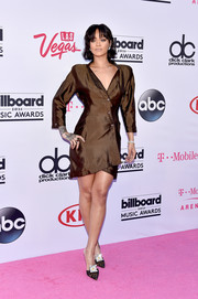 Rihanna played it down in a vintage Thierry Mugler shirtdress during the Billboard Music Awards.