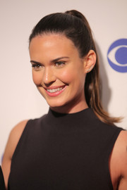 Odette Annable pulled her hair back away from her face in a tight ponytail for the 2016 CBS Upfront.