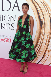Samira Wiley went for minimal styling with a pair of black slim-strap heels.