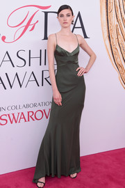 Jacquelyn Jablonski showed off her supermodel physique in a slinky moss-green slip dress by Narciso Rodriguez at the 2016 CFDA Fashion Awards.