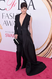 A black fur clutch with gold hardware sealed off Selma Blair's look.