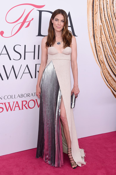 More Pics of Michelle Monaghan Leaf Pendant Necklace (1 of 6) - Michelle Monaghan Lookbook - StyleBistro [red carpet,clothing,shoulder,dress,carpet,gown,fashion model,premiere,fashion,flooring,arrivals,michelle monaghan,hammerstein ballroom,new york city,cfda fashion awards]