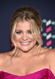 Lauren Alaina opted for a messy-glam center-parted ponytail when she attended the 2016 CMT Music Awards.