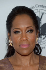 Regina King swept her hair back into a wavy ponytail for the 2016 Carousel of Hope Ball.