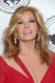 Raquel Welch attended the 2016 Carousel of Hope Ball wearing her hair in chic wavy layers.
