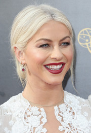 Julianne Hough worked a platinum-blonde chignon at the 2016 Creative Arts Emmy Awards.