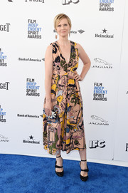 Cynthia Nixon made a vibrant choice with this graphic-print dress for the Film Independent Spirit Awards.