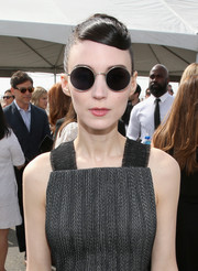 Rooney Mara arrived for the 2016 Film Independent Spirit Awards wearing a cool pair of round shades by Oliver Peoples x The Row.